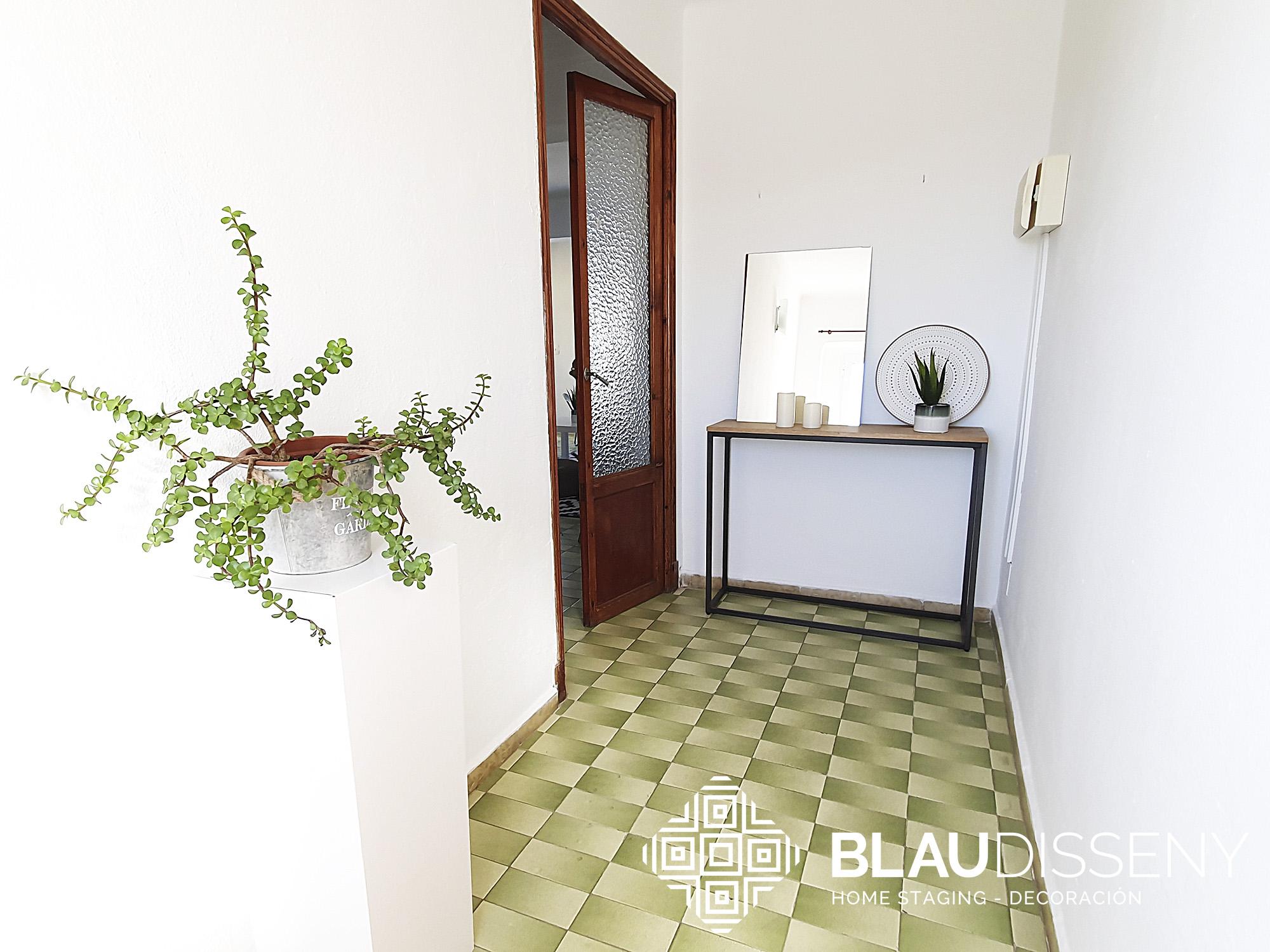 Blaudisseny-home-staging-Son-Cladera-recibidor-despues-logo